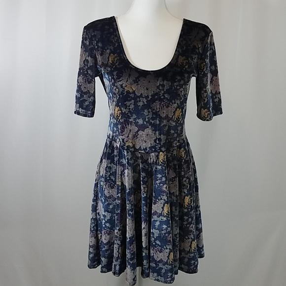 Kimchi Blue Dresses & Skirts - Kimchi Blue L Velvet Dress